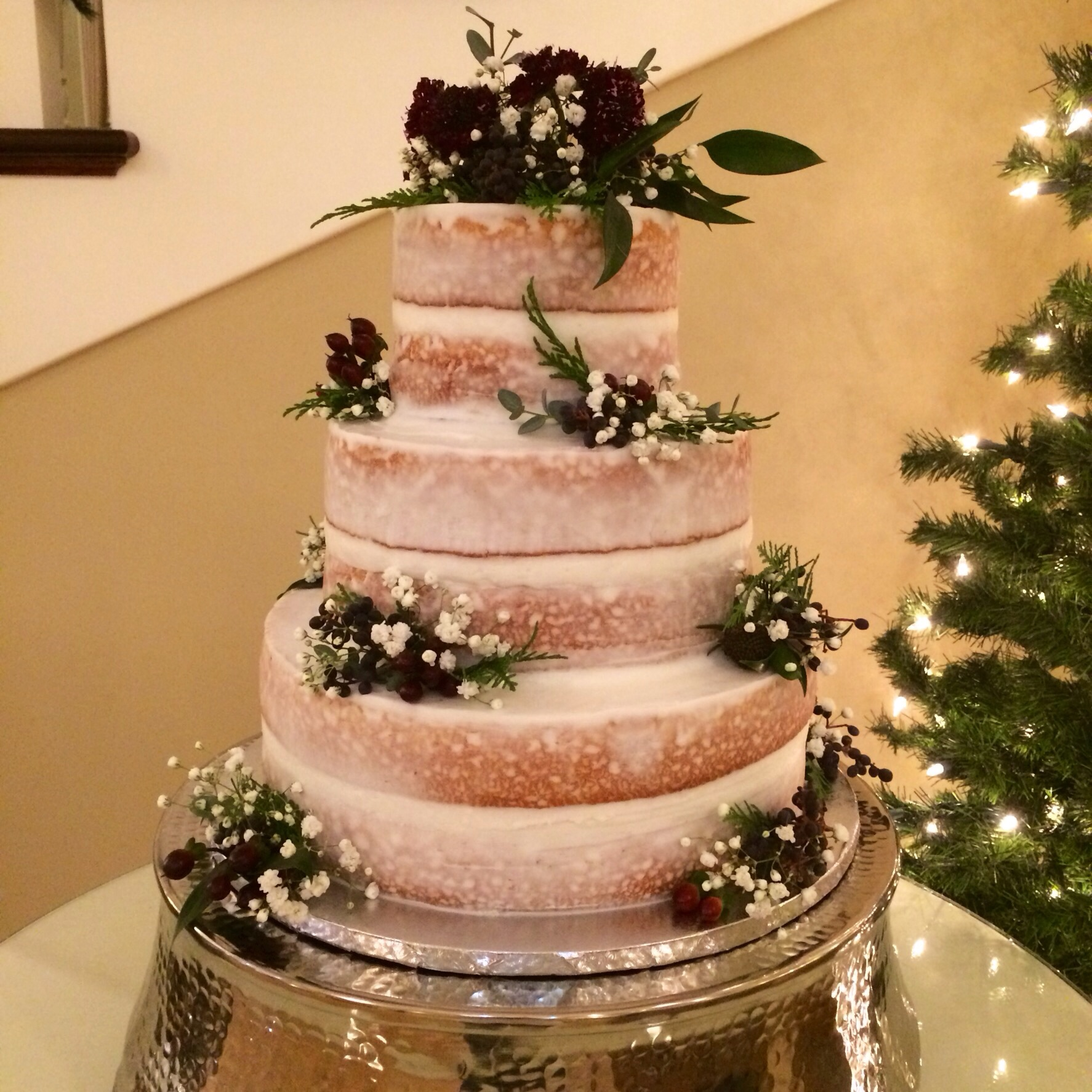 Naked cake with sugar